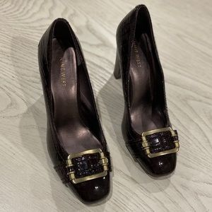 NINE WEST BROWN HEELED WITH GOLD BUCKLE SIZE 7